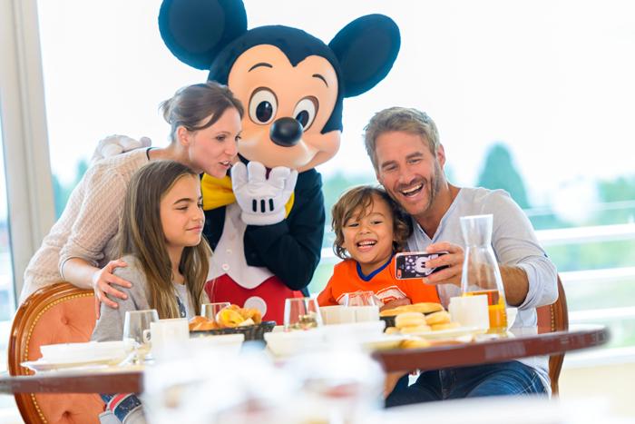 Prendre son petit-déjeuner avec les personnages Disney